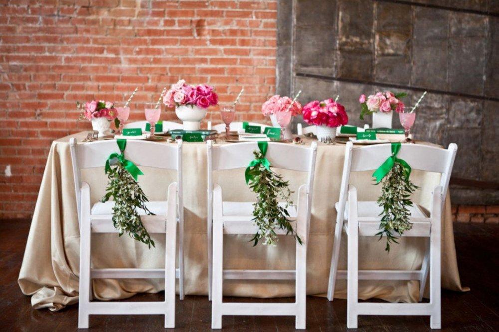 Как украсить на свадьбу стулья