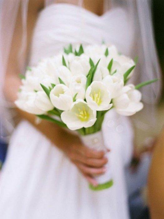 Зимой свадебный букет из белых тюльпанов купить