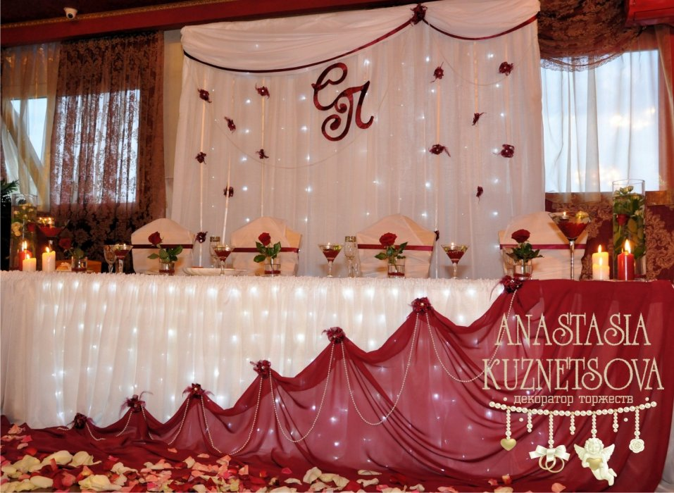 Оформление свадебного зала в бордовом цвете