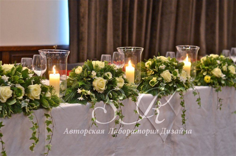 top-table-flowers-winter-wedding-pine-roses